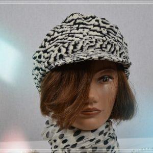 Casquette lainage polyester imprimé noir et écru très féminin