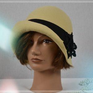 Chapeau cloche jaune tilleul gros grain et fleur galon noir