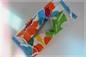 Masque tissu à plis norme Afnor - en coton imprimé Tahiti fond blanc Adulte