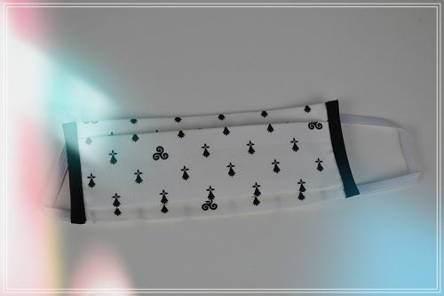 Masque tissu breton BZH imprimé triskel et hermine noir fonc blanc