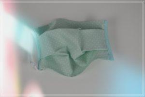 Masque tissu coton pois blancs sur fond vert deau