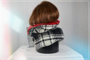 Snood lainage tartan écru noir doublé fausse fourrure rouge